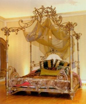 Кровать двуспальная с балдахином