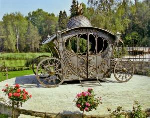 Кованая карета ручная ковка