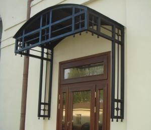 Кованый козырек арочный над входом