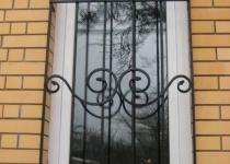 Кованая решетка на окно F7