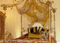 Кровать двуспальная с балдахином F36