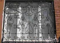 Кованая решетка на окно F67