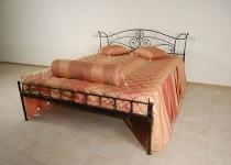 Кровать металлическая с изголовьем F78