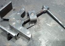 Угловая струбцина стальная