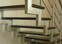 Металлокаркас лестницы L10