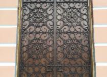 Дверь с кованый узором ручная ковка