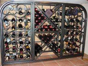Кованый винный шкаф